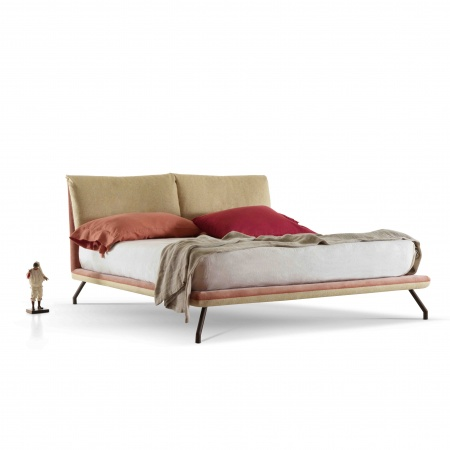 Freely padded, double bed