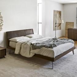 Febo X letto con testiera imbottita e giroletto in legno