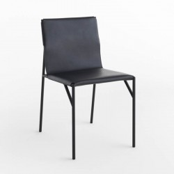 Tout Le Jour chair in leather and metal