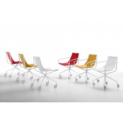 Leather Chair with armrests and wheels - Apelle